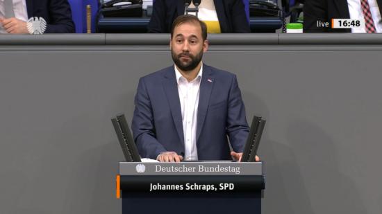 Bild von Johannes Schraps bei der Rede im Bundestag.